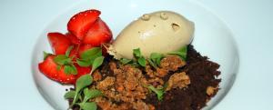 Roasted Japanese Tea Ice Cream / Erdbeere /  Süße Erde / Japanischer Bergpfeffer